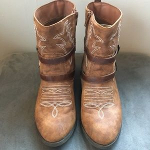 Faded Glory Fashion Cowgirl Ankle Boots SIZE 6